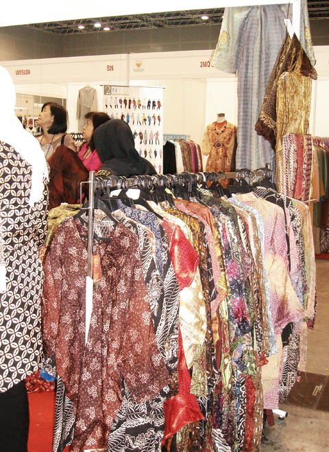 It was about 50 booths show case about indonesia Batik