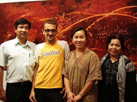 Cha, Taro, Emilia & Wairah, visit to Taro batik art premier show