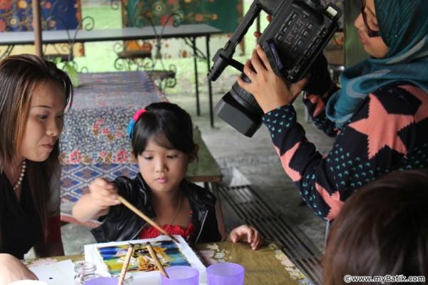15 February  2013 TV3 Children Program - Batik