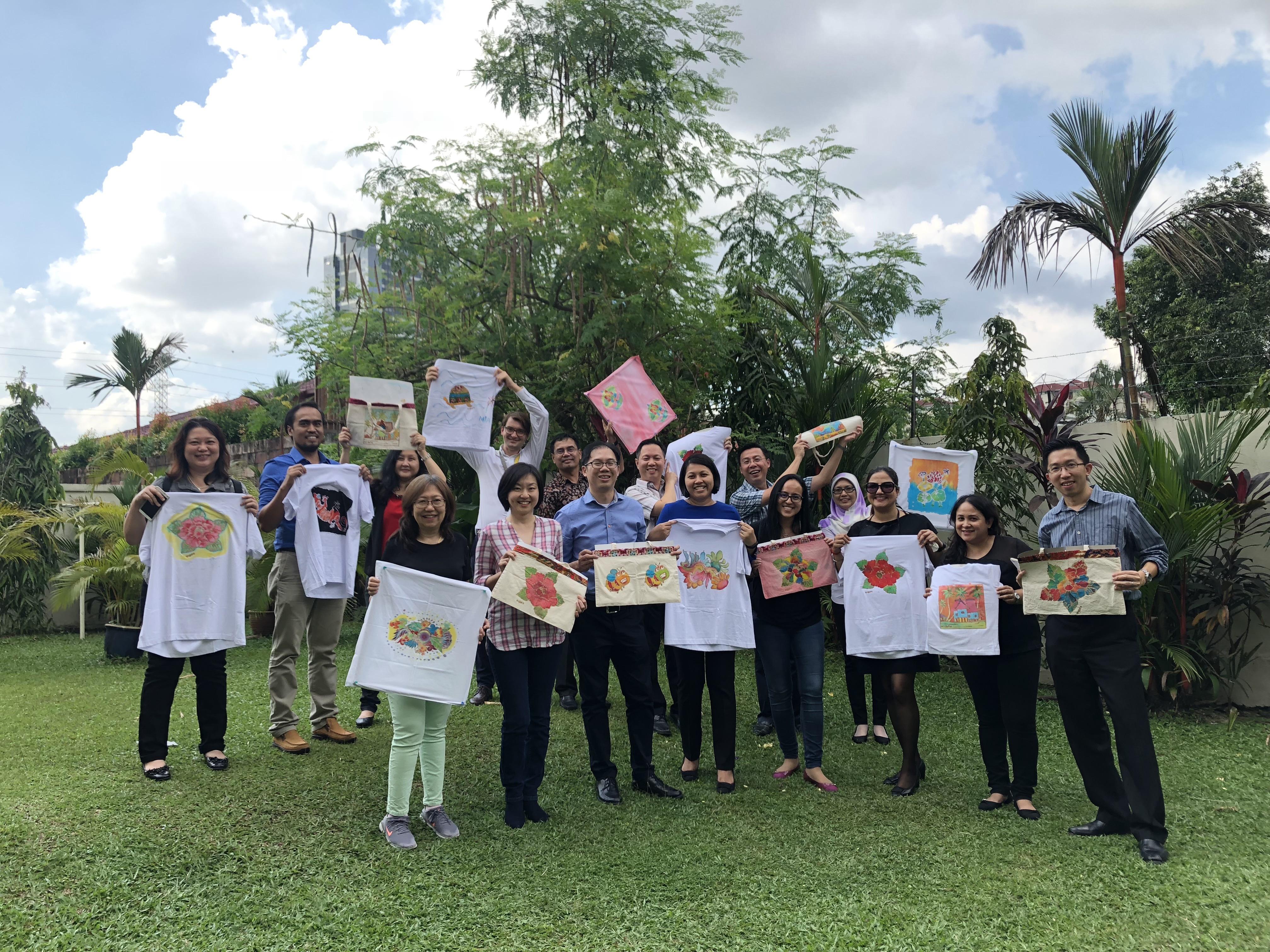 Adults Art Class Batik Outing Corporate Team Building Malaysian Batik myBatik  Kuala Lumpur myBatik Workshop Painting Lesson School Field Trip e059da8d05